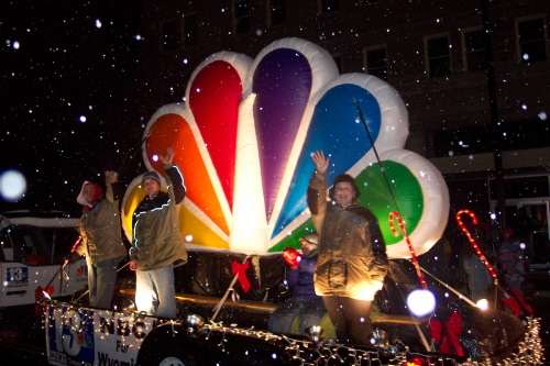 Miscellaneous Inflatables 8' nbc peacock in a parade